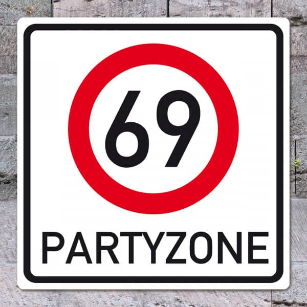 riesiges Schild zum 69. Geburtstag
