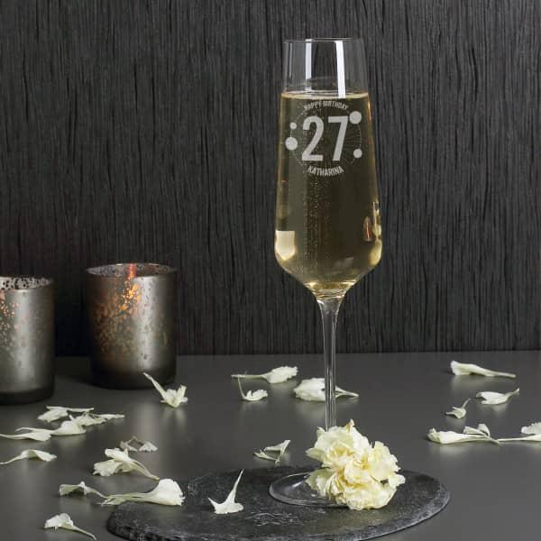 Modernes Sektglas zum Geburtstag mit Gravur