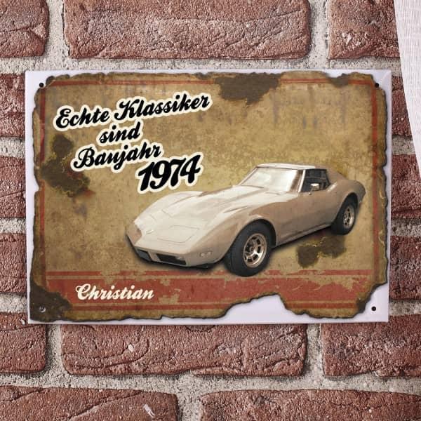 Blechschild bedruckt mit Autoklassiker, Geburtsjahr und Name