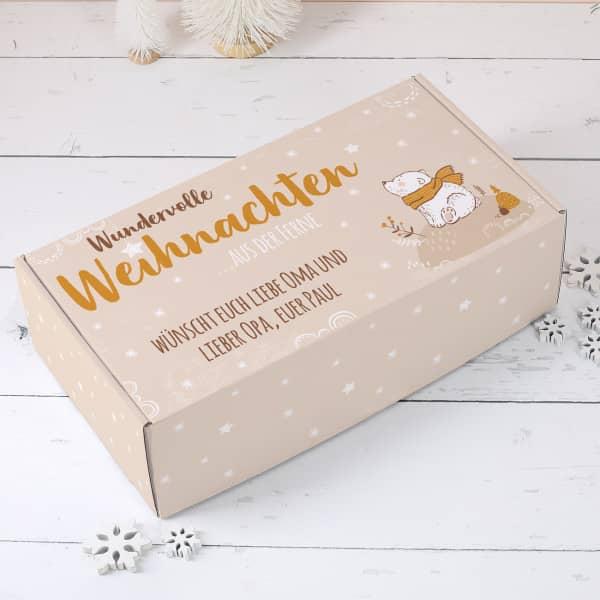 Geschenkverpackung zu Weihnachten mit Wunschtext und süßem Bär mit Schal