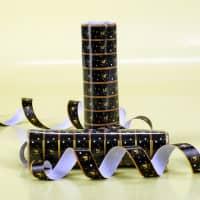 Schwarze Luftschlangen mit Sternen zum 18. Geburtstag