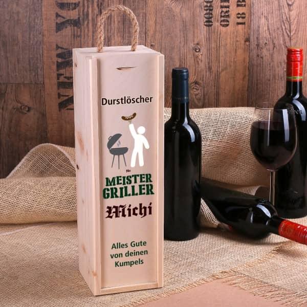 Flaschenverpackung aus Holz mit Name und Wunschtext für Grillfans