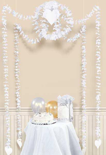 Hängegirlande Blumen und Herzen in weiß