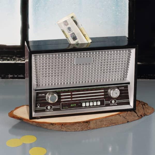 Kunststoff-Spardose als Retro-Radio in Schwarz
