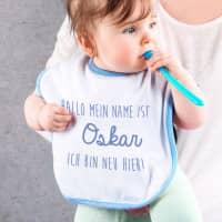 Lätzchen für Jungen mit Wunschnamen in blau