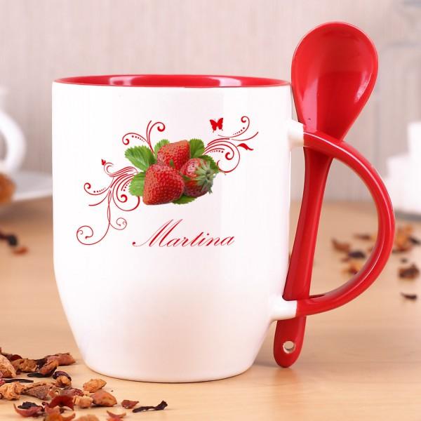 Tasse mit Löffel und Erdbeermotiv