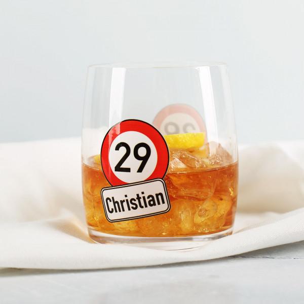 Bedrucktes Whiskeyglas zum Geburtstag mit Verkehrszeichen