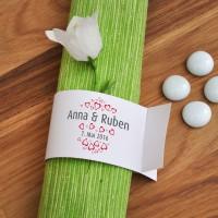6 weiße Serviettenringe zur Hochzeit mit Herzen, Namen und Datum