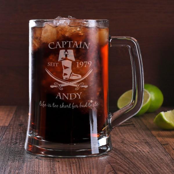 Glaskrug mit Captainmotiv, Name und Jahr für Rumliebhaber