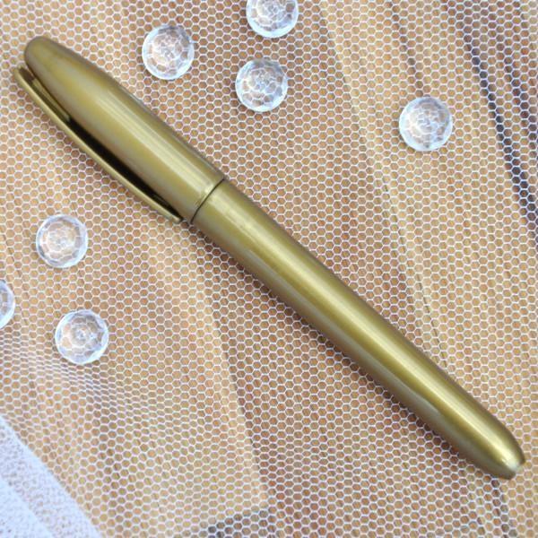 dekorativer Goldstift mit Verschlusskappe