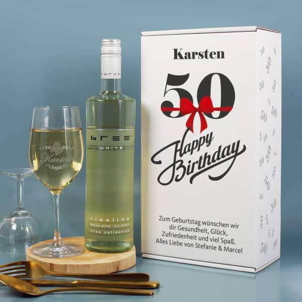Geschenkset zum 50. Geburtstag mit graviertem Weinglas und Weinflasche in bedruckter Geschenkbox