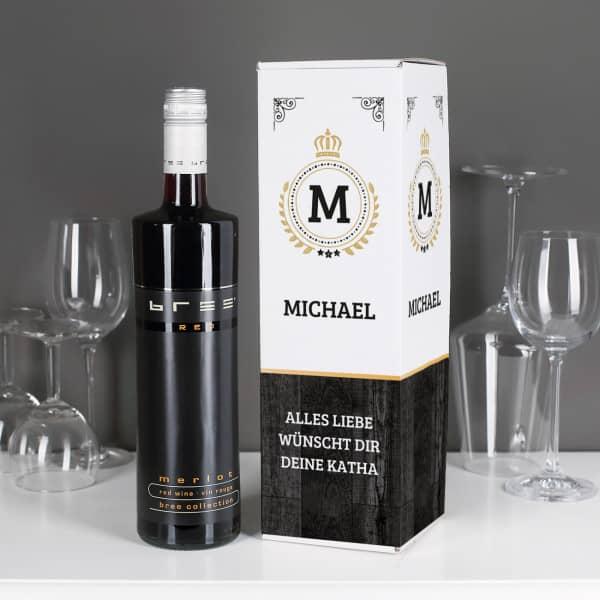 Rotwein mit bedruckter Flaschenverpackung