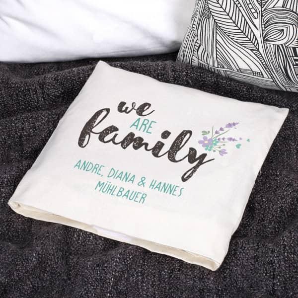 """""""we are Family"""" Kirschkernkissen mit zwei Zeilen"""