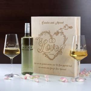 Weinset zur Hochzeit mit Weingläser mit Gravur