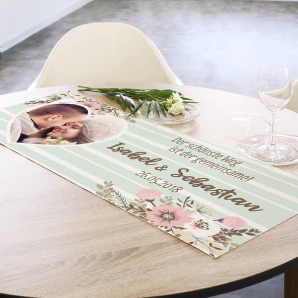 Romantischer Tischläufer zur Hochzeit mit Foto, Namen und Datum