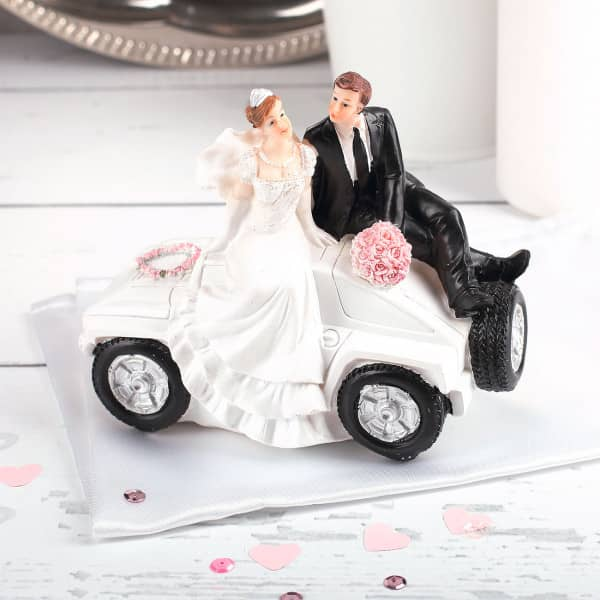 Spardose Brautpaar auf Sportwagen
