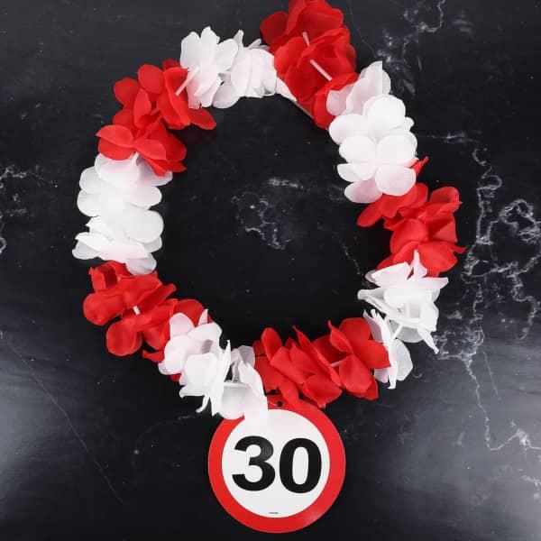 Hawaiikette mit Verkehrszeichen zum 30. Geburtstag