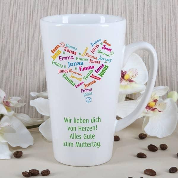 Genießertasse zum Muttertag mit einem Herz aus den Namen der Kinder