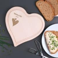 Herzbrettchen aus Holz mit Herzmotiv