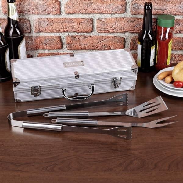 Grillset mit graviertem Koffer in zwei verschiedenen Größen