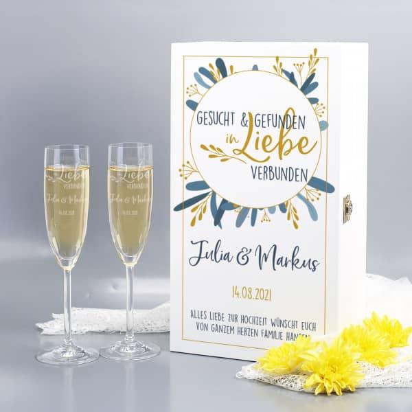 Geschenkset zur Hochzeit mit zwei Sektgläsern mit Gravur und personalisierter Geschenkverpackung