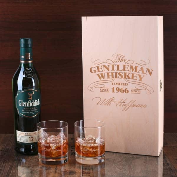 1 Flasche Glenfiddich Whisky mit 2 gravierten Whiskygläsern in gravierter Holzbox