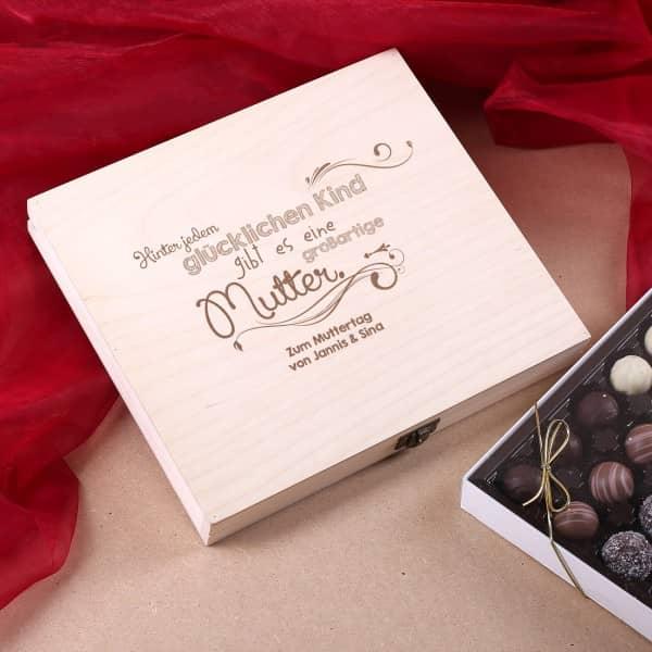Personalisierte Geschenkbox mit großer Pralinen-Variation