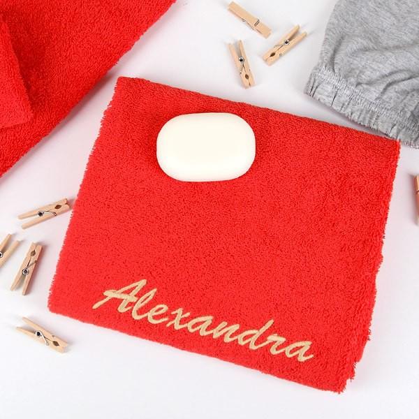 Handtuch in rot mit Wunschnamen Text