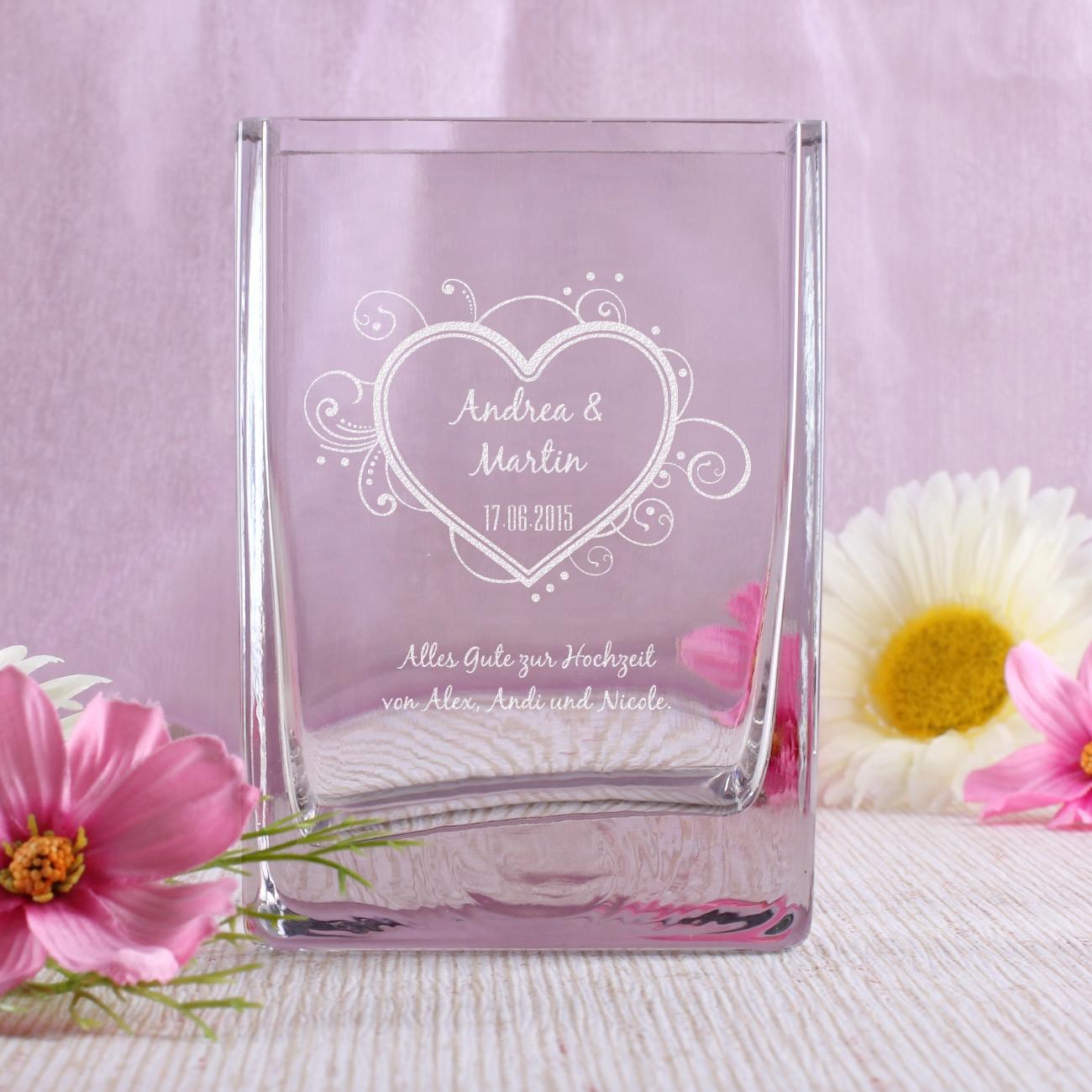 gravierte vase mit ihren wunschnamen datum und wunschtext zur hochzeit geschenke. Black Bedroom Furniture Sets. Home Design Ideas