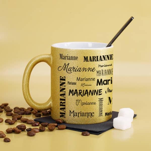 Goldene Tasse mit dem Namen des Beschenkten