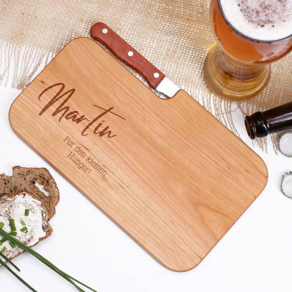 Graviertes Messerbrett aus Holz