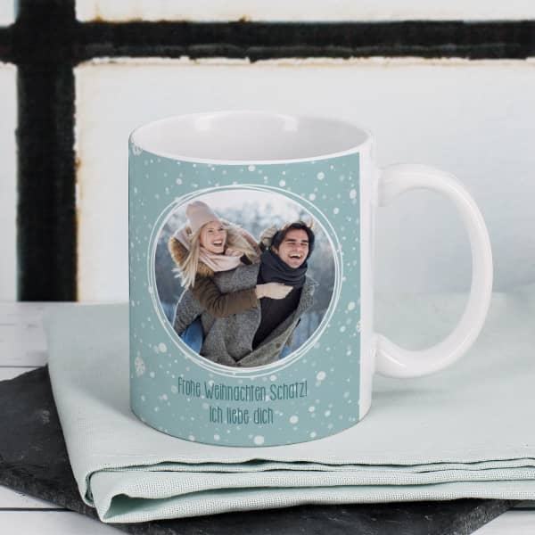 Individuellfotogeschenke - Fototasse zu Weihnachten mit Schneeflocken - Onlineshop Geschenke online.de