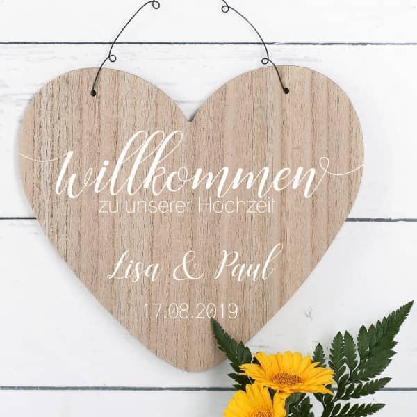Willkommensschild zur Hochzeit mit Namen und Datum