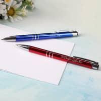 Personalisierter Kugelschreiber in Rot oder Blau mit Gravur