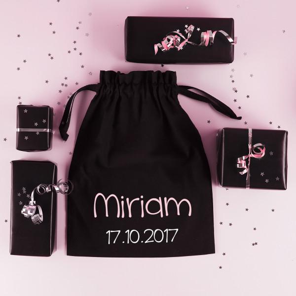 Schwarzes Säckchen als Geschenkverpackung