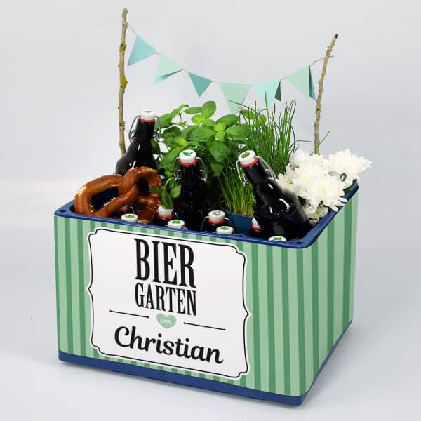 DIY Biergarten aus Bierkasten und unserer Banderole