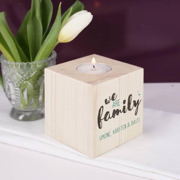 Nützlichdekoration - Teelichthalter aus Holz We are family - Onlineshop Geschenke online.de