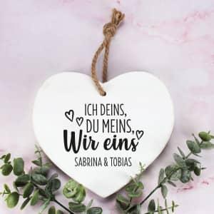 Holzherz zum Valentinstag mit Namen
