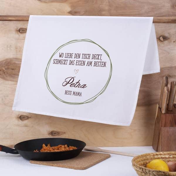 """Geschirrtuch """"Wo Liebe den Tisch deckt, schmeckt das Essen am besten"""" mit zwei Wunschzeilen"""