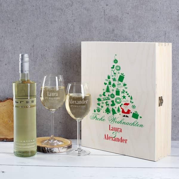 weihnachtliches Weinset aus 2 gravierten Gläsern mit Wein in Holzbox