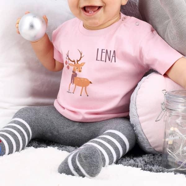 Babyshirt in Rosa mit Namensaufdruck und Rentier