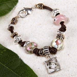 Verspieltes Armband mit Perlen und Fotoanhänger