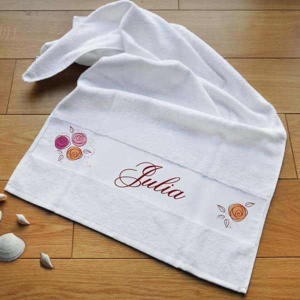 bedrucktes Handtuch mit Name und Rosen