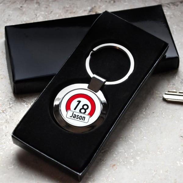 Schlüsselanhänger mit Achtung Verkehrszeichen, Alter und Name