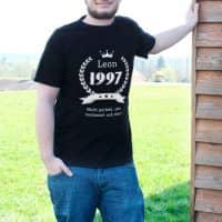 Herren T-Shirt zum Geburtstag mit Name, Jahreszahl und Glückwunschtext