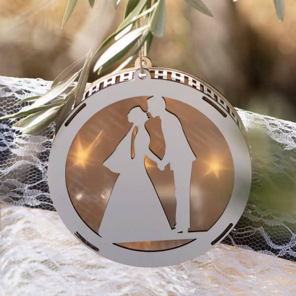 LED Laterne aus Holz für das verliebte Hochzeitspaar