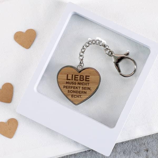 Liebe muss echt sein Herz Schlüsselanhänger in Schweberahmen