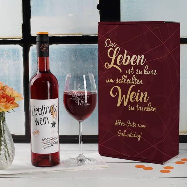 Lieblingswein und Weinglas in personalisierter Geschenkverpackung