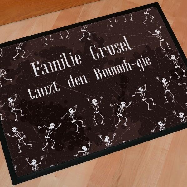 Fußmatte zu Halloween mit tanzenden Skeletten und zwei Wunschzeilen