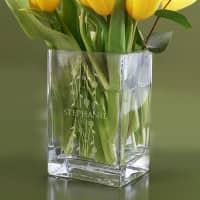 Gravierte Blumenvase mit Ranken und Ihrem Namen